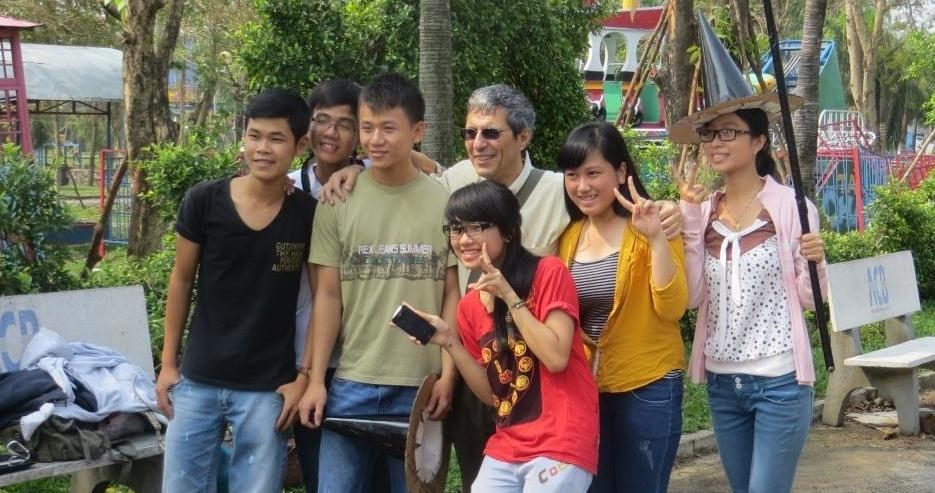 enzo falcone e ragazzi vietnamiti